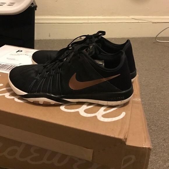 low priced 43a63 be4b2 Nike Free TR 6 Rose Gold. M 5a3f479a9d20f0d234070114